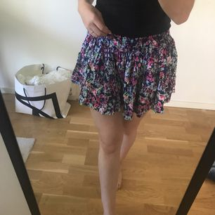 Kjol från USA, storlek 32-34 💯🌸