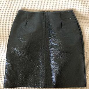 Kjol i latexliknande material, normal i storleken. Ord pris 399, + Frakt 40kr