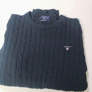 Äkta Gant kabelstickad tröja. Strl xs. Nypris: 1200 Använd fåtal gånger, som ny i skick