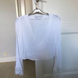 Säljer denna oanvänd tröja från Ivyrevel för den är för stor för mig. Möter upp i stockholms området annars står köparen för frakt +20 kr