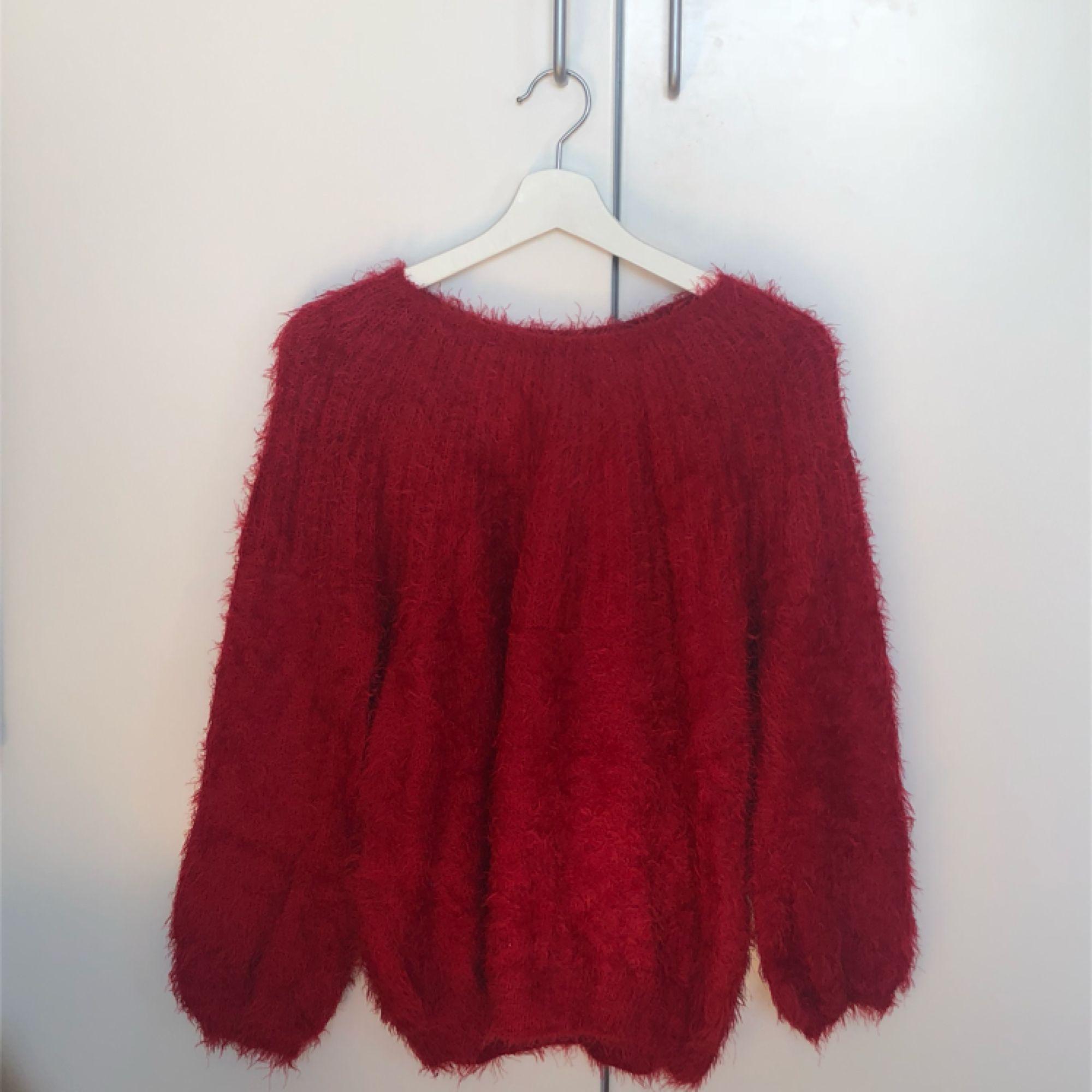 tröja från zara. endast använd någon enstaka gång. köpt i vintras. Huvtröjor & Träningströjor.