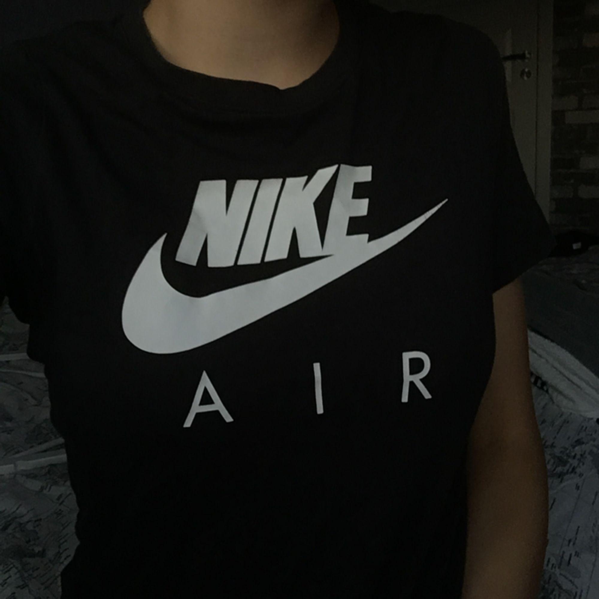 newest f650d 5ab28 ... T-shirt från Nike i junior storlek. Jag skulle nog säga att den passar  ...