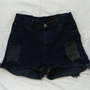 One Teaspoon shorts med hög midja, ca en medium.