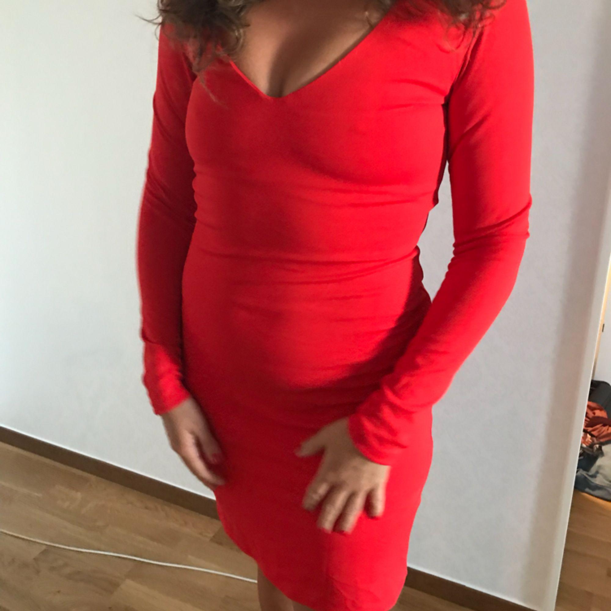 26e95f84de77 En jätte fin tajt röd klänning använt en gång, helt ny, frakt kommer kosta  ...