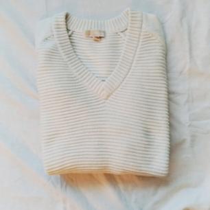 Michael Kors stickad tröja. Storlek XL, jag är M/L och har använt den som en oversize tröja.