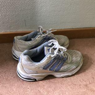Så fina skor från Adidas. Köpt second hand, har själv bara använt en gång pga för små
