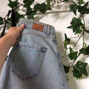 Hur söt är inte den här A-linje kjolen ifrån Zara? Har personligen inte använt men är köpt secondhand. Skicket är dock så gott som nytt!🌸priset är inkl. frakt. Om ni har någon mer fråga, kolla gärna in min profil eller skicka till mig🌿💞