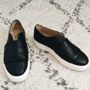 Wera Stockholm skor strl. 38 använd 1 gång en kort stund. Köpta på Åhléns för 1 månad sen för 900kr.