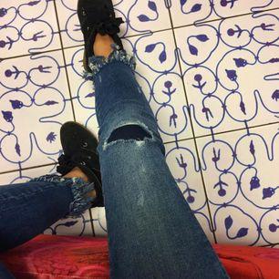 Säljer jeans från Gina tricot i storlek 34. Fraktar inte