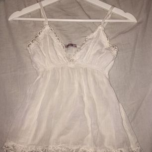Säljer mitt favorit linne från tessie som är för litet. Storlek XS. Möts i falun eller så stå köparen för frakten