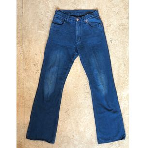 Whyred jeans i bra skick! Lite utsvängda. Står storlek 29/32 men är definitivt 28.