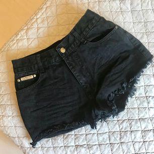 Jeansshorts köpta i Thailand! Fint skick, säljer då de inte passar mig längre.