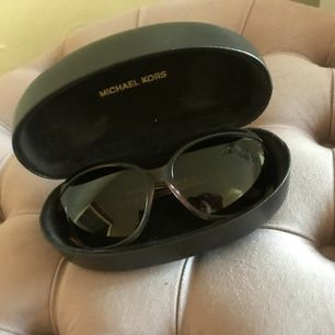 Äkta Mk solglasögon. Köpt på zalando