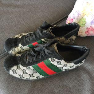 Säljer mina äkta Gucci sneakers som jag köpte för ett tag sedan vet ej om dom finns kvar att köpa idag.  Skorna är i gott skick.
