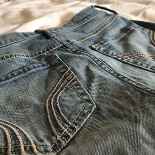 Shorts från Hollister. Väl använda och älskade men har blivit för små. Passar någon i storlek XS och möjligtvis S. Bra skick och frakt på 50 kr tillkommer.