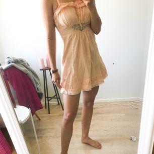Odd Mollyklänning som passar S/XS. Fin nu på sommaren🌟👌 Köparen står för frakt