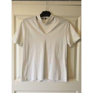 Vit t-shirt med choker från chiquelle (choker tee). Storlek M men passar även S