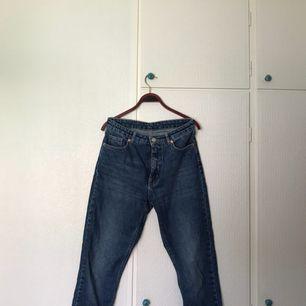 Blå monkijeans i modellen kimomo, storlek 27. Använda, men i bra skick. + frakt, som köparen står för