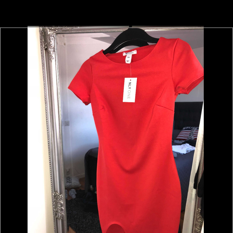 00c405361868 Fin tajt röd klänningKlänningar - Second Hand