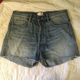 Fina shorts. Knappt använda då de är för små.  W27