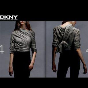 """DKNY COSY CARDIGAN  Äkta, köpt för 995kr, använd max 2-3 gånger, perfekt skick. SÅ skön, och den kan bäras på hundratals olika sätt. Googla """"dkny cosy cardigan"""".  Frakt på 54kr tillkommer"""