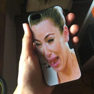 iPhone 5/5S skal med Kim K's crying face på. Frakt ingår i priset. ✨