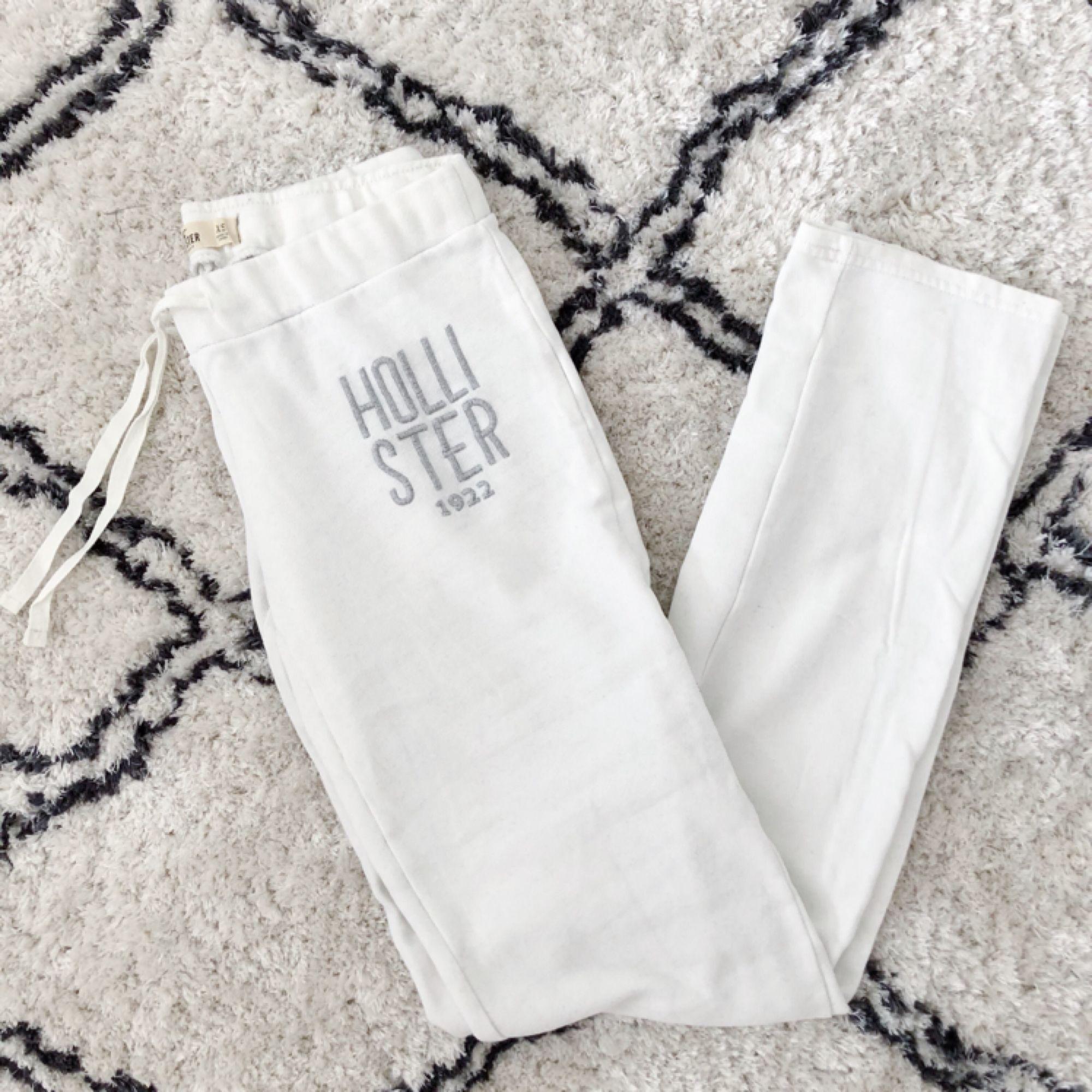 Mjukisbyxor från Hollister. Aldrig använda! Köparen står för frakt.. Jeans & Byxor.