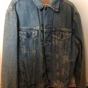 Levis vintage jeansjacka storlek m. Använd 5-6 gånger