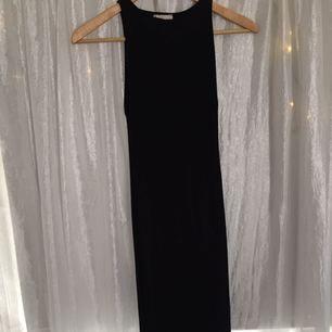 Tight, elastisk klänning från H&M i storlek 38. Använd 1 gång