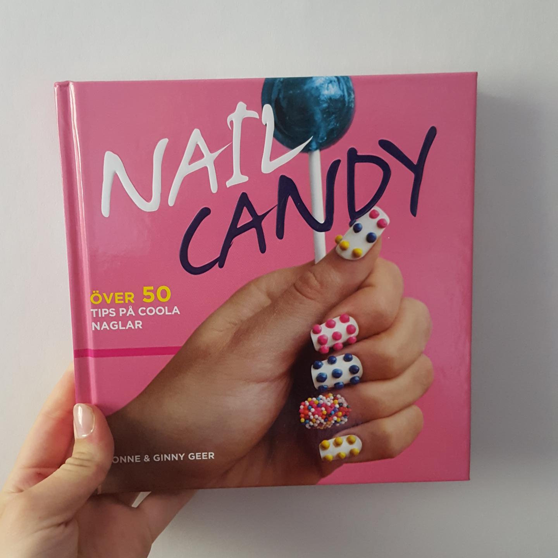Över 50 tips på coola naglar och passar alla åldrar! Pris kan diskuteras :) Inkl frakt . Övrigt.