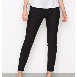 Kostymbyxor från Selected Femme (bättre modell finns inte!!). Finns i både svart och beige! 🌸köpare står för frakt!