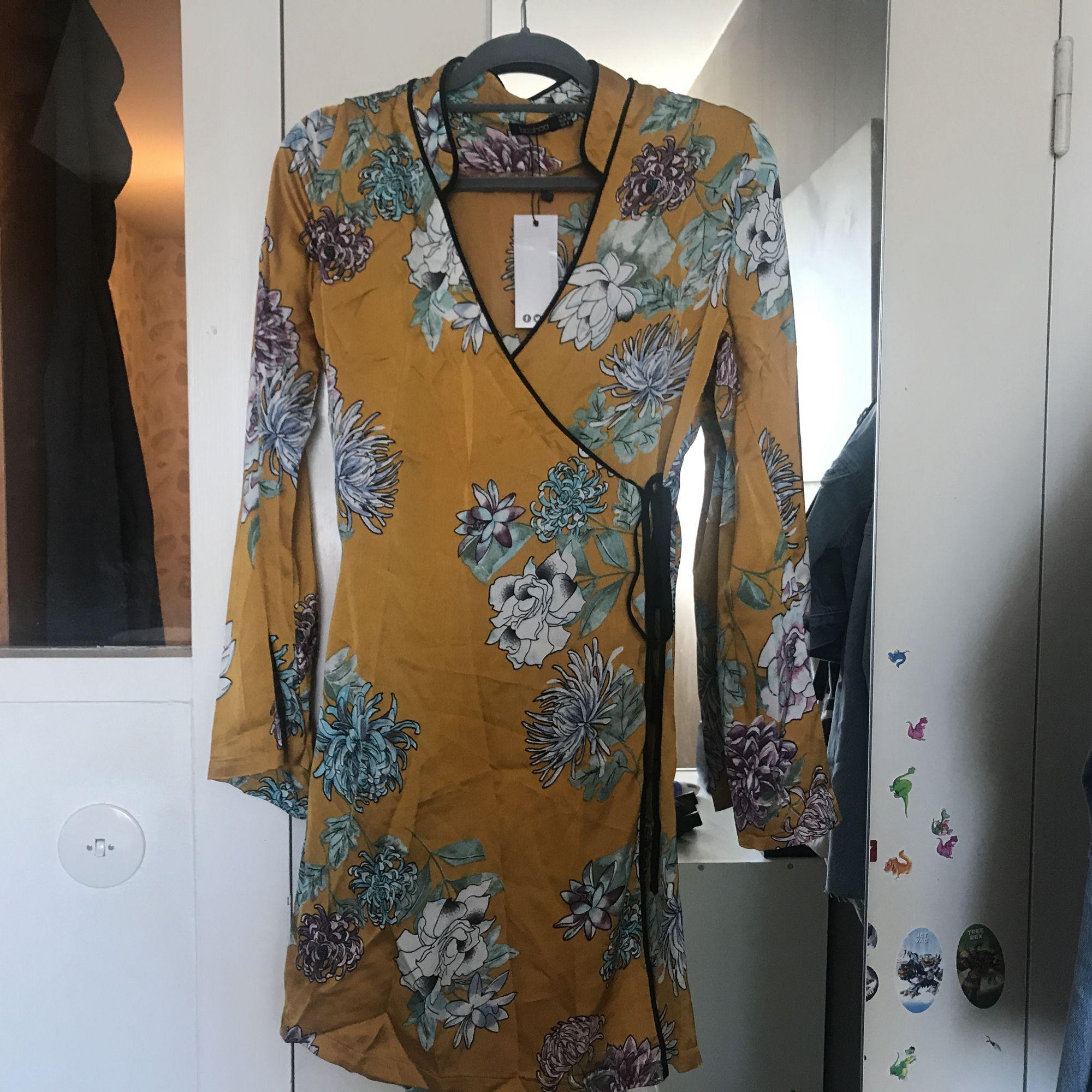 Oanvänd boho omlott klänning som inte passade mig. Frakt 55kr eller mötas upp i midsommarkransen. . Klänningar.