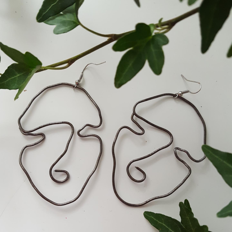 Egen gjorda örhängen! Pris: Varierar beroende på vad för örhänge du vill ha! Hänget är nickelfritt! Pluppar ingår!. Accessoarer.