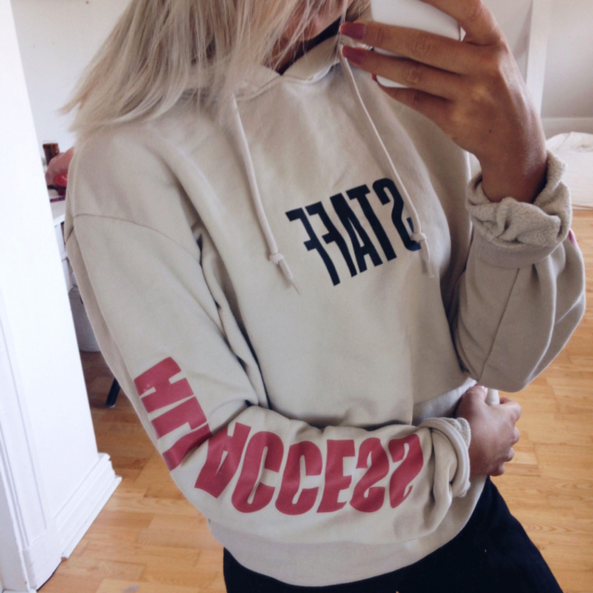 En oanvänd Purpose hoodie, frakt tillkommer🌸. Huvtröjor & Träningströjor.