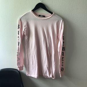 Oanvänd tröja från Bik Bok