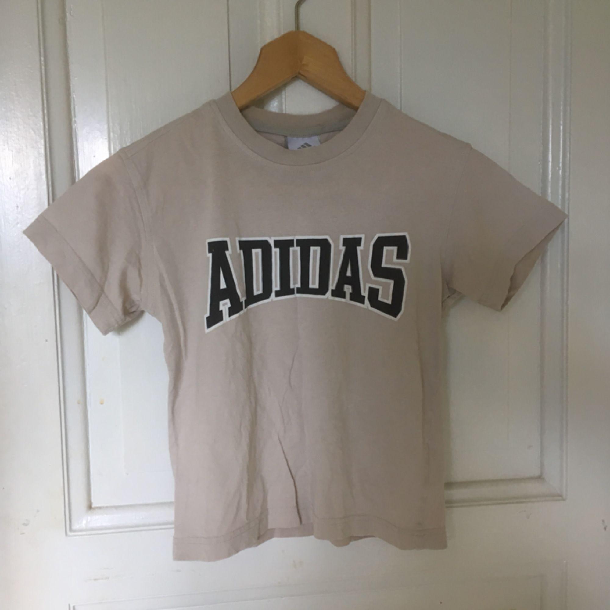 Adidas T Shirt, 90er würde ich erraten! Passend für ein XS oder ein kleines S, Versand: 39kr