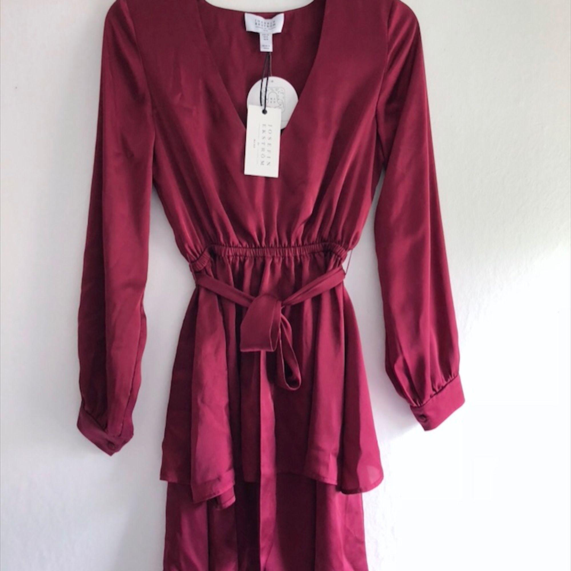 Aldrig använd klänning från NA - NA-KD Klänningar - Second Hand 06c21cabb8243