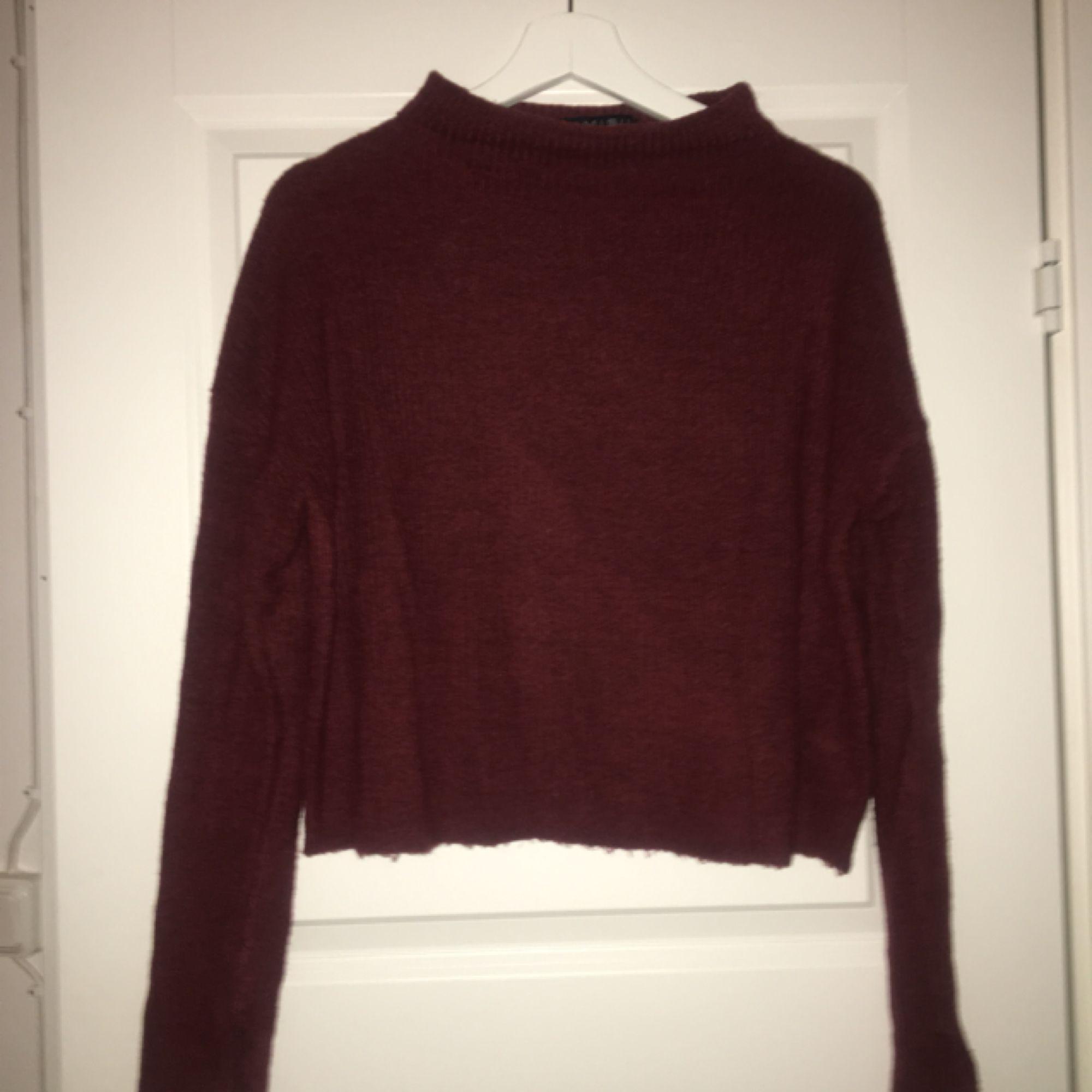 Fin vinröd tröja som är använd ett fåtal gånger. Tröjor & Koftor.