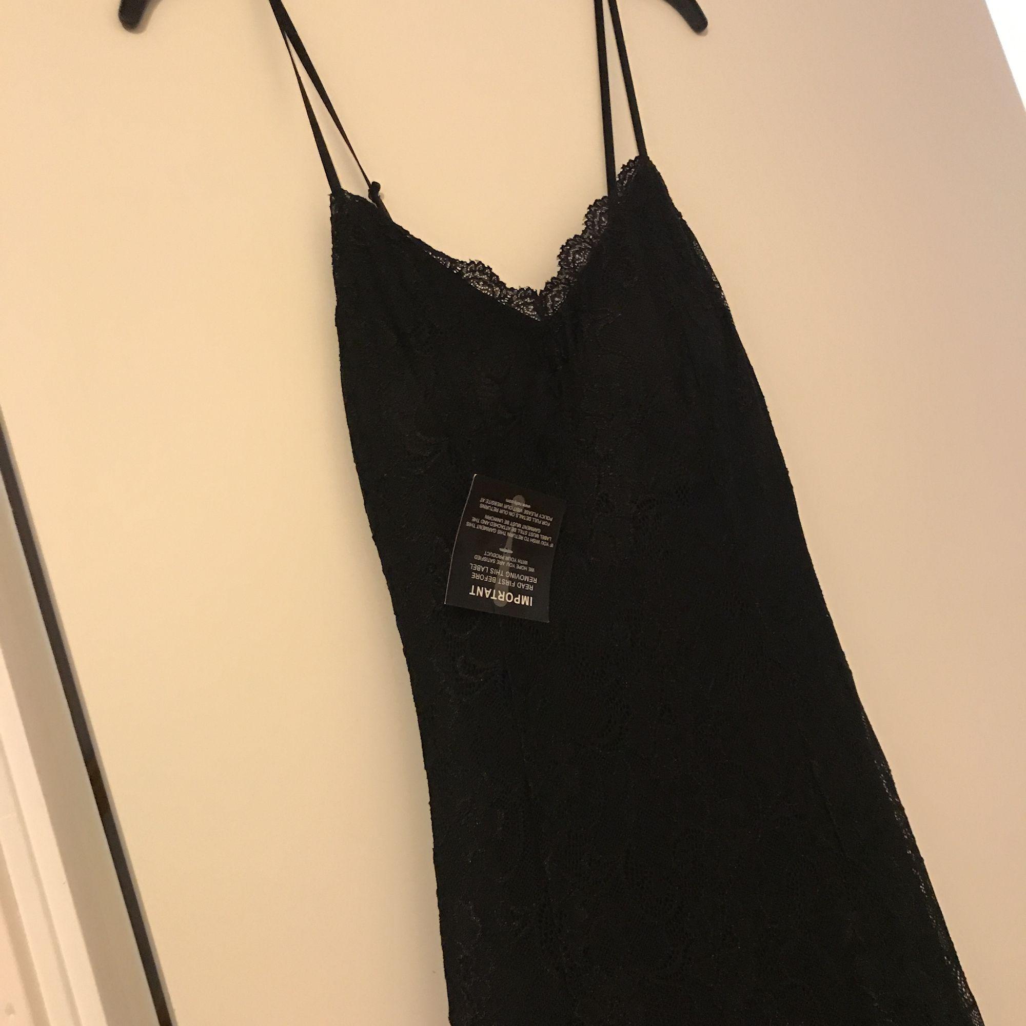 Stretching lång klänning från nelly, aldrig använt och lapparna kvar. Klänningar.