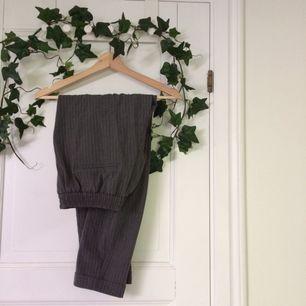 Säljer dessa helt nya & endast prövade kostymbyxor ifrån P&B! Både sköna & snygga🤙🏼står storlek L men är som en M. Kolla gärna in min profil eller ställ en fråga om det är ngt ni undrar över💖🌸