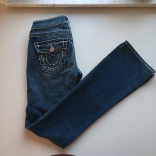 Oanvända jeans från True Religion, storlek 25.