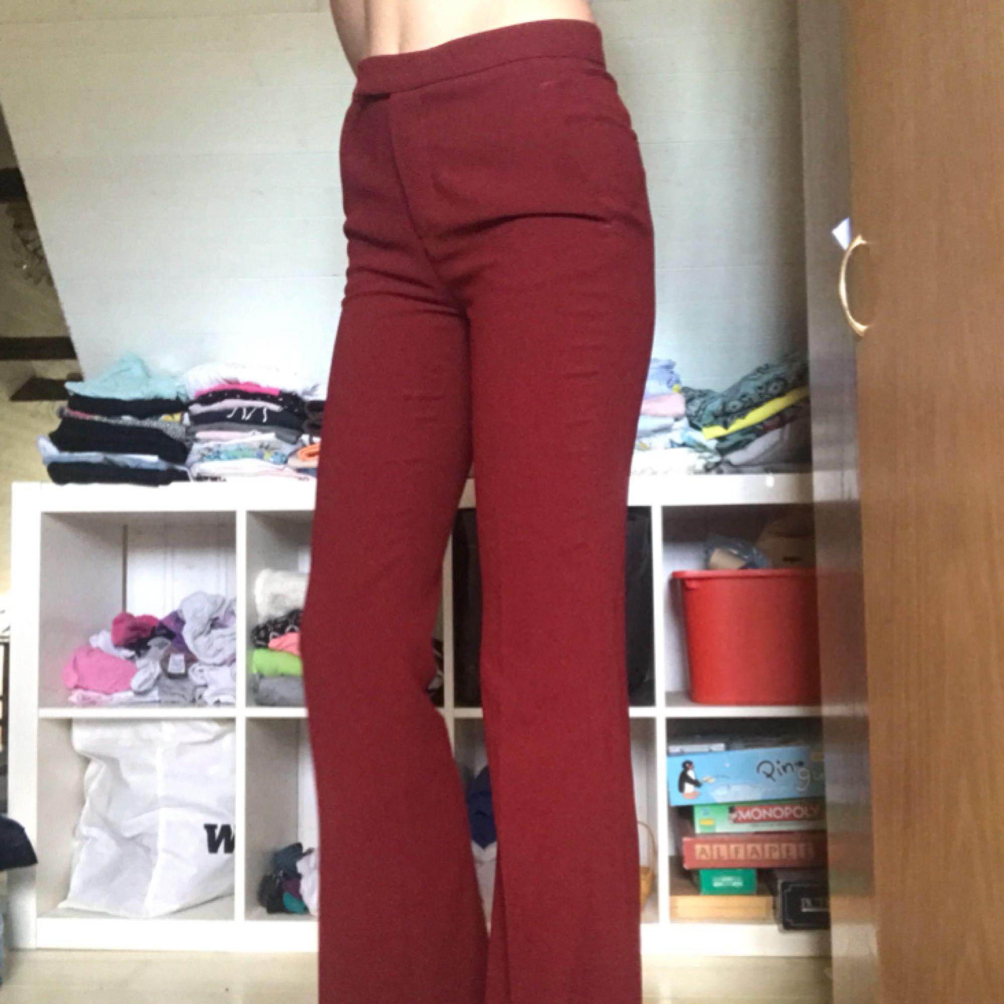 Kostymbyxor köpta på zara för 500kr. Använder tyvärr inte längre :( Bootcut/ utsvängda. Jeans & Byxor.