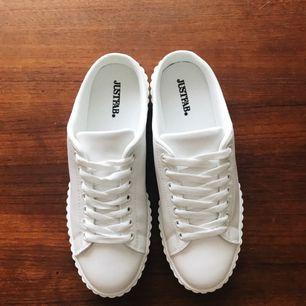 Slip in platform sneakers. Aldrig använda. Najs på festival! +frakt!