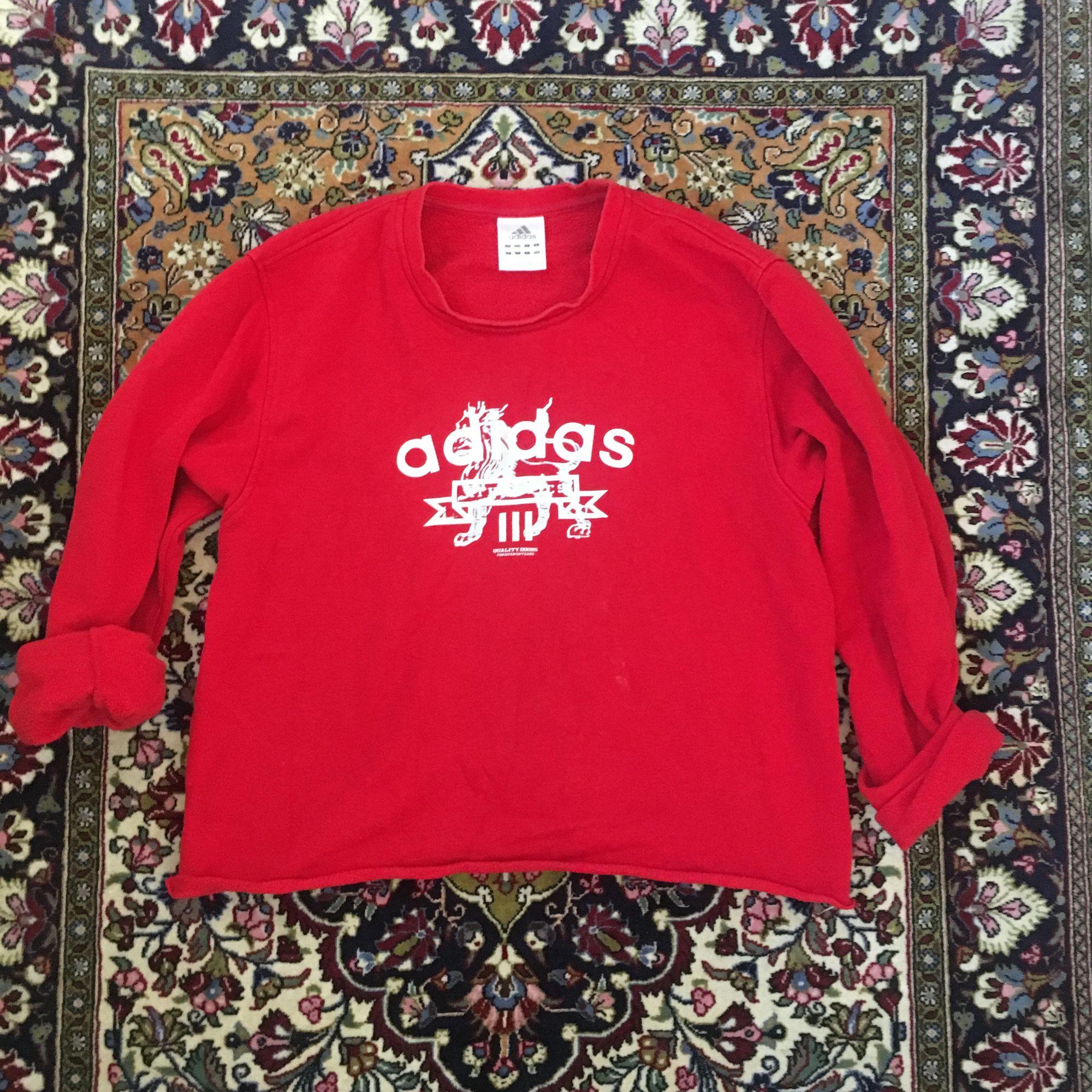 Avklippt kofta från Adidas. Köpt från humana. Frakt ingår i priset om vi inte kan mötas upp i Lund!⭐️. Tröjor & Koftor.