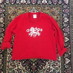 Avklippt kofta från Adidas. Köpt från humana. Frakt ingår i priset om vi inte kan mötas upp i Lund!⭐️