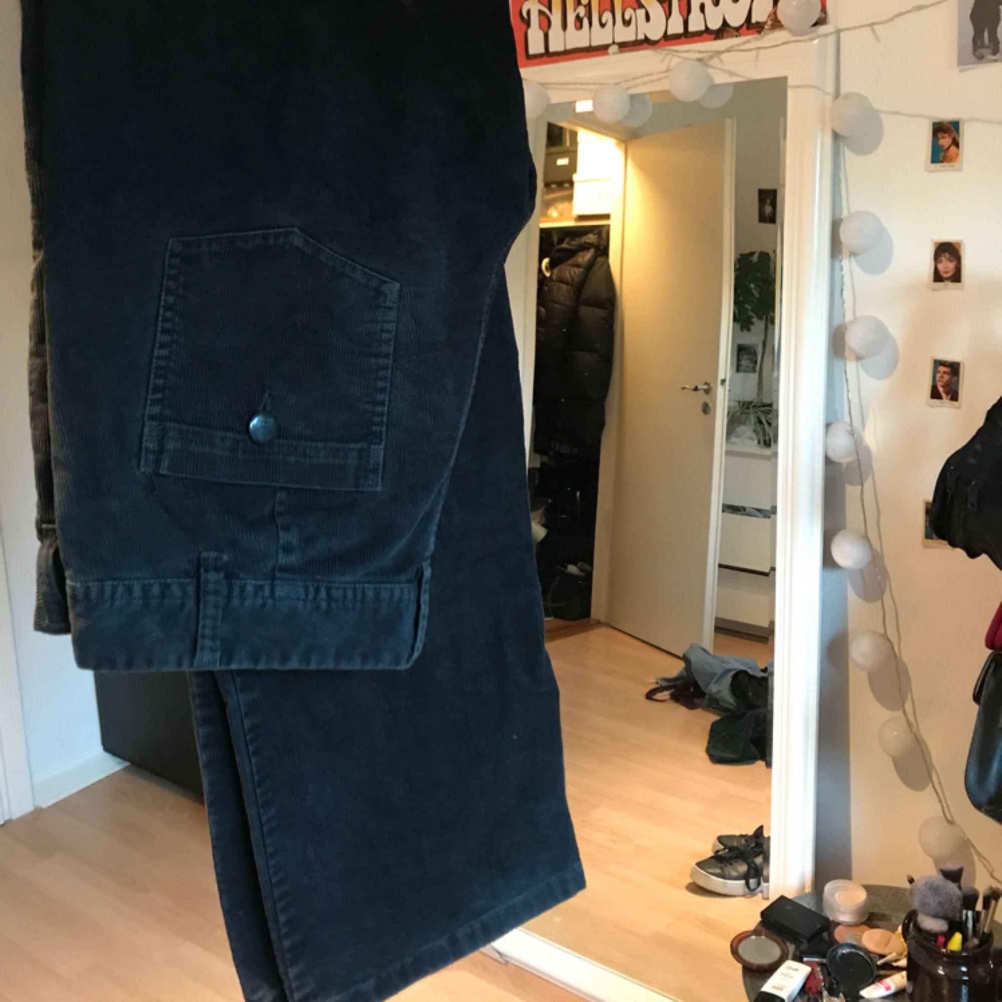 Ett par svarta manchesterbyxor i bootcut🌚 Oanvända. Jeans   Byxor. 2c62620dc7e50