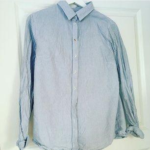 Fin skjorta som är som ny, i priset ingår frakt
