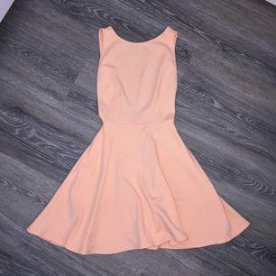 Säljer min fina american apparel side cut out klänning