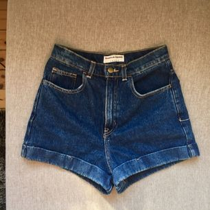 Supersnygga jeans shorts från American Apparel! Det står 27 men de är snarare 25/26!✨💫