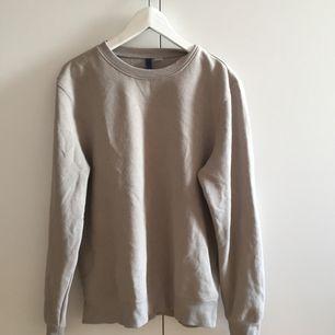 beige långärmad tröja från h&m, jättemysigt och mjukt tyg!!